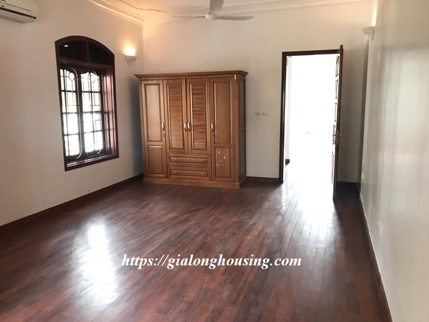 Unfurnished villa in 52 To Ngoc Van for rent 3