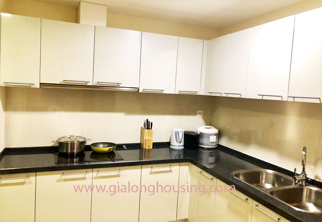 Luxurious 03 bedroom apartment for rent in R5 building, Royal City 2