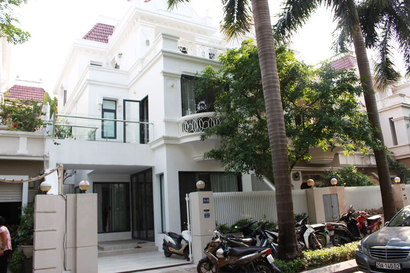 Villa with nice yard for rent in T block, Ciputra